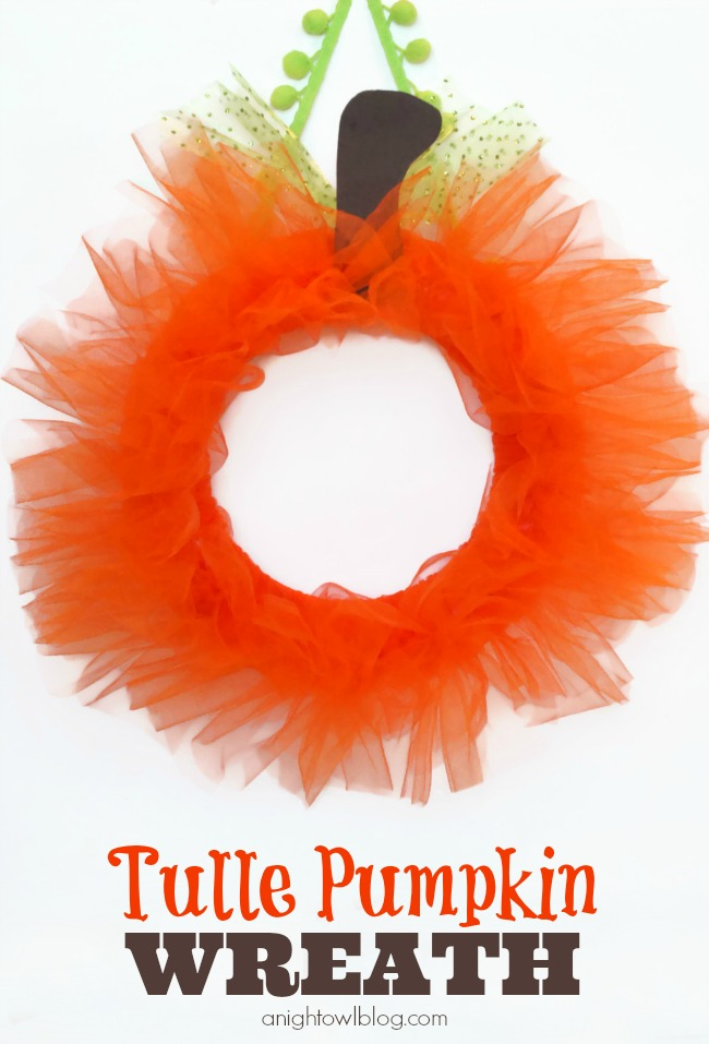 Tulle Pumpkin Wreath | #halloween #fall #pumpkin #wreaths