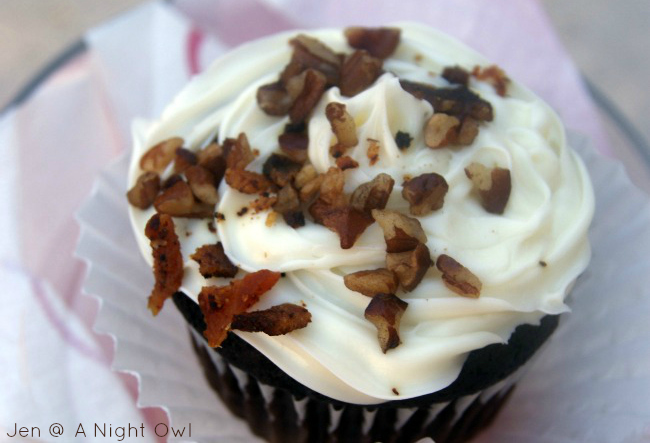 Yummy Dark Chocolate Bacon Cupcakes - perfect Valentines treats for ...