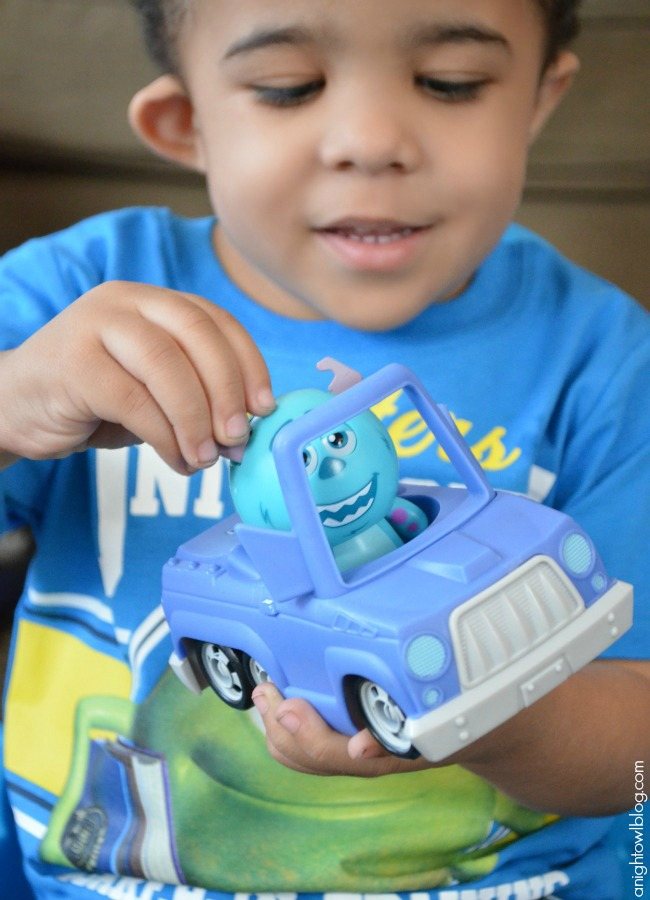 Monsters University Sulley Roll-a-Scare Ridez at Walmart | #MUJuice #MonstersU #MonstersUniversity