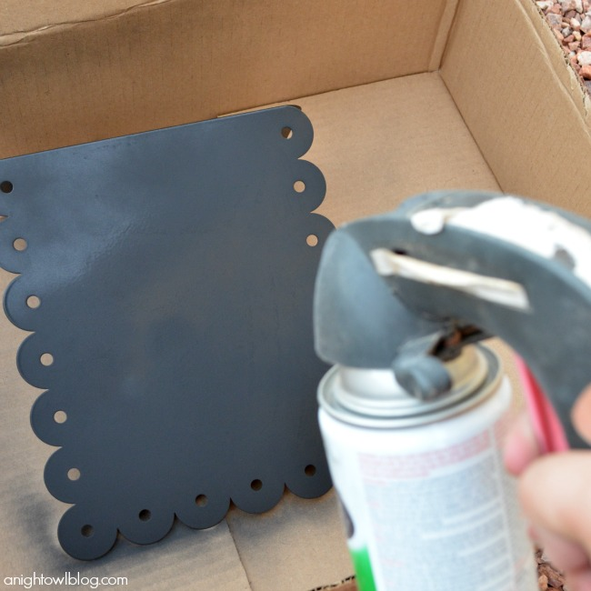 Spray paint a metal stand for an instant chalkboard magnetic memo board! | #chalkboard