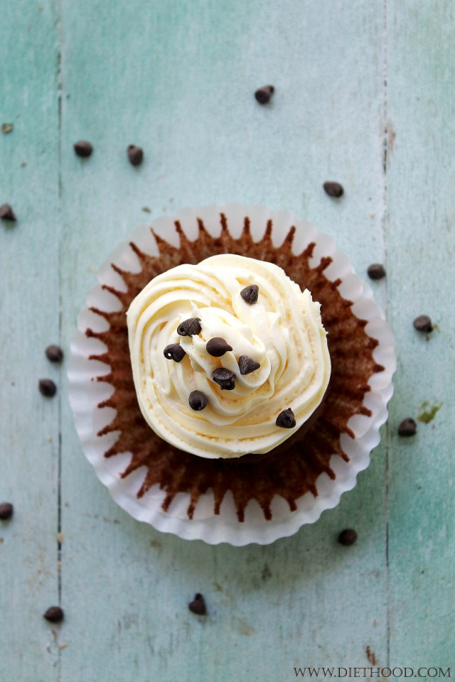 Chocolate Cinnamon Cheesecake Cupcake Recipe | www.diethood.com | www.anightowlblog.com | #recipe #cupcakes #chocolate