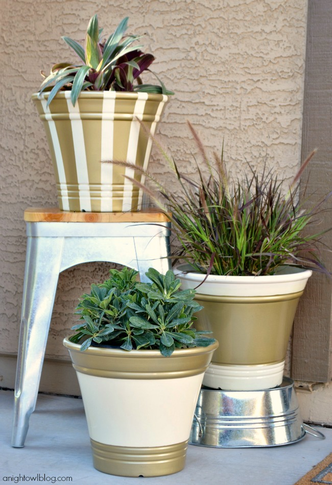 Update plain planters with ScotchBlue Painter's Tape and Metallic Spray Paint from The Home Depot | #garden #outdoors #scotchblue #homedepot