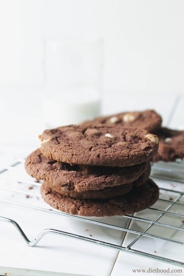Triple Chocolate Cookies | www.diethood.com | www.anightowlblog.com ...