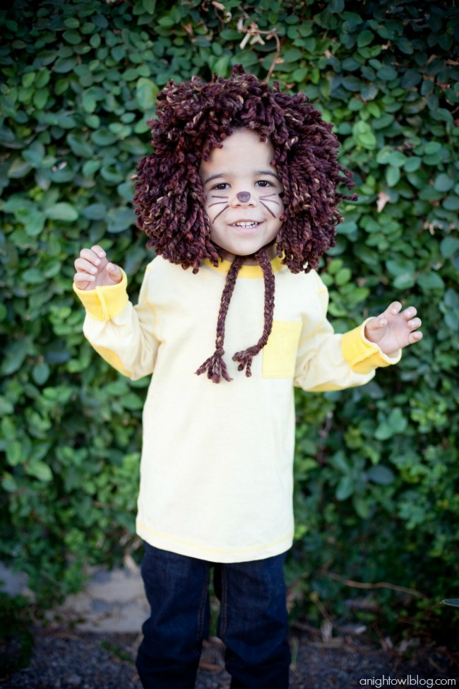 Easy last minute, no-sew kids Lion Halloween Costume at anightowlblog.com | #kids #halloween #costumes