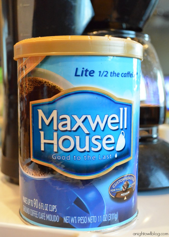 Make a quick and easy Peppermint Mocha with Maxwell House coffee!