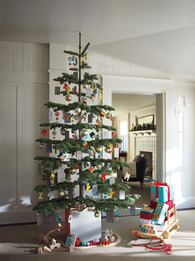 Christmas tree that is great for toddlers with handmade montessori-like ornaments!