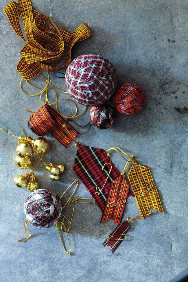 Handmade christmas ornaments by martha stewart living for Martha stewart xmas crafts
