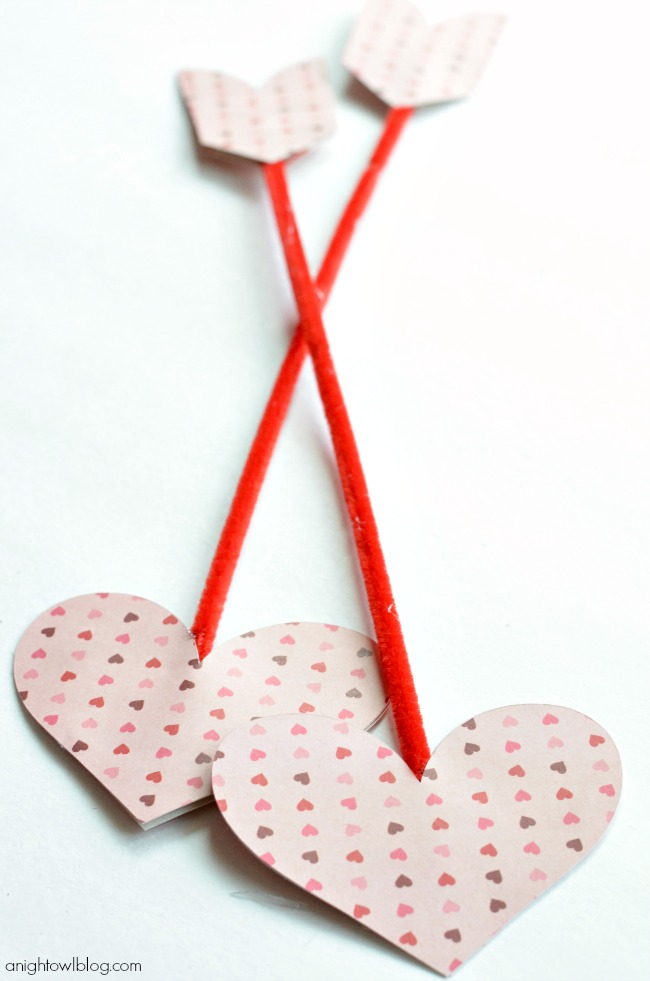 Make adorable Cupid's Arrows with paper, pipe cleaners and glue! | #valentines #marthastewartcrafts #12monthsofmartha