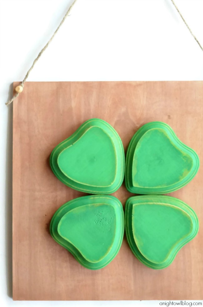 Perfect decor for St. Patrick's Day! Make this Four Leaf Clover Sign in just a few easy steps!