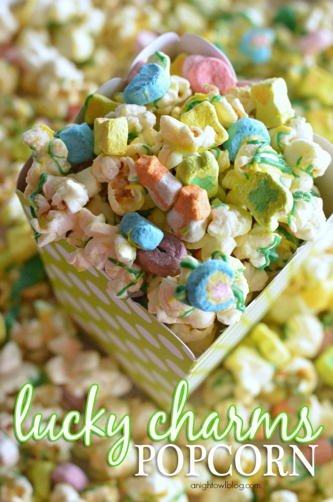 The perfect St. Patrick's Day treat! Lucky Charms Popcorn...yum!
