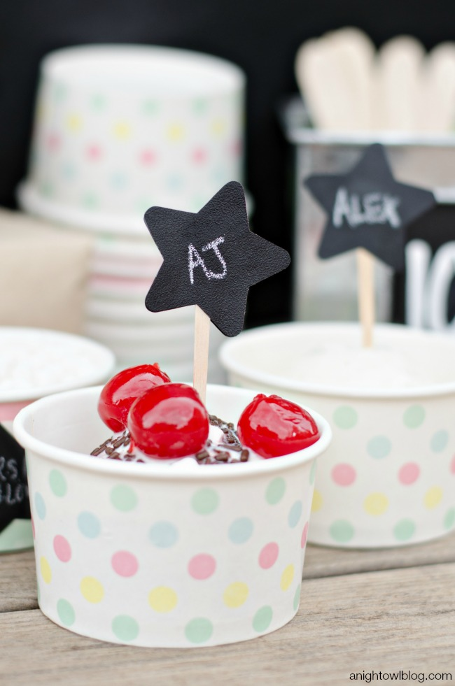 Easy chalkboard ice cream toppers for an Ice Cream Bar
