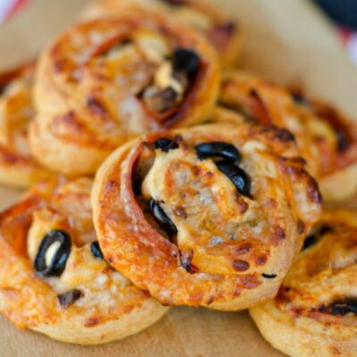 Loaded Pizza Pinwheels made with crescent rolls and stuffed with pizza toppings are a delicious and easy after school snack for your kiddos!