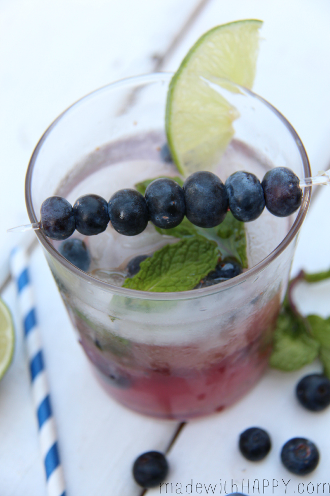 Blueberry Mojito - an easy cocktail to make either as single drink or in a pitcher to serve you and your friends!