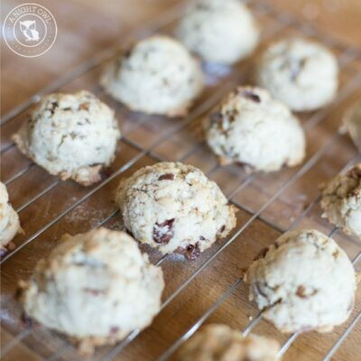 Oatmeal Turtle Cookies - delicious oatmeal cookies with caramel filled chocolate chips and pecans.