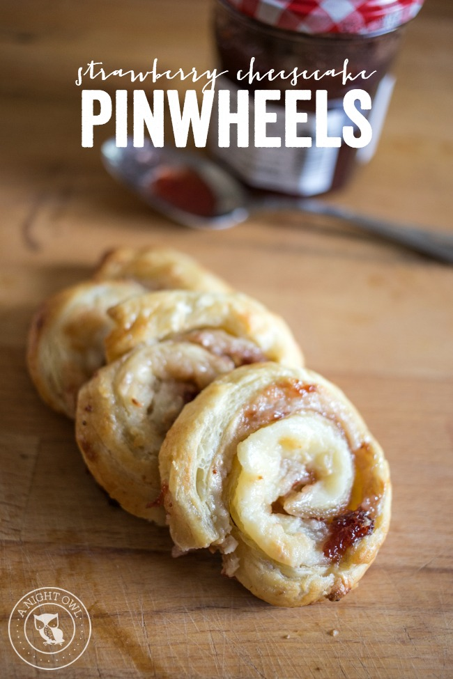 Strawberry Cheescake Pinwheels - delicious puff pastry with cream cheese and strawberry filling.