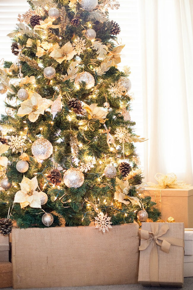 what a gorgeous gold christmas tree love all the details