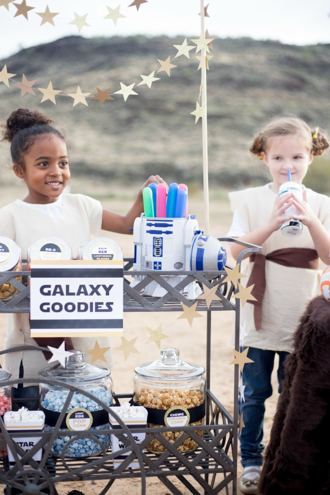 Make these adorable DIY Lightsaber Party Favors for your next Star Wars party - or just for fun!