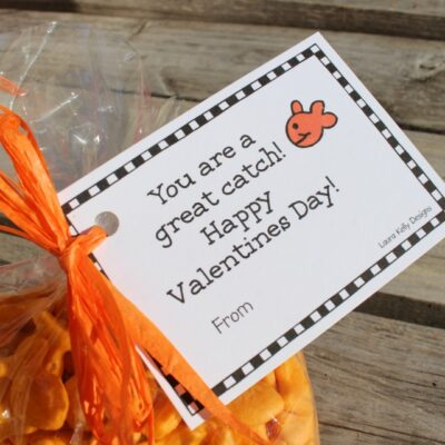 Giving Goldfish Crackers Valentines is a great idea, especially when you can make them this adorable.