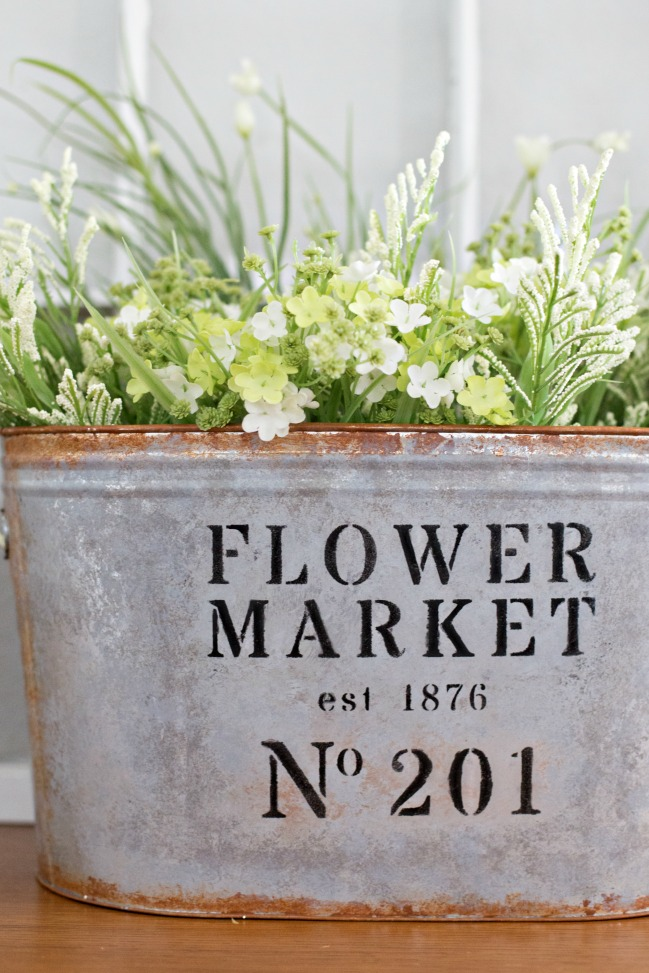 Love a modern farmhouse look for less? Make your own DIY Metal Flower Market Bucket in just a few easy steps!