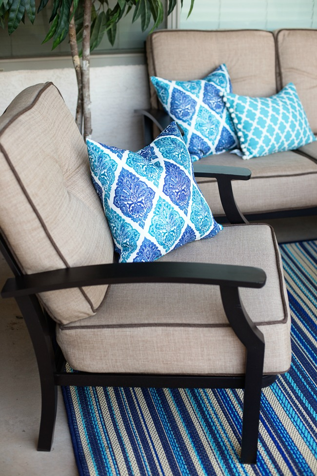 Update your outdoor space with these Easy Outdoor Patio Makeover tips!