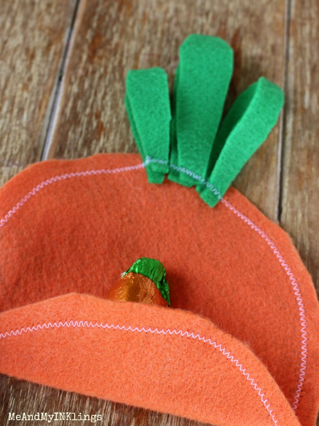 Create easy felt carrot utensil and treat holders for a fun Kids Easter Table!
