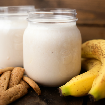 Banana Cream Pie Smoothie - all the flavors of a sweet banana cream pie in a good for you smoothie!