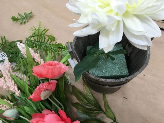 Create a beautiful DIY Boho Floral Arrangement in just a few easy steps!