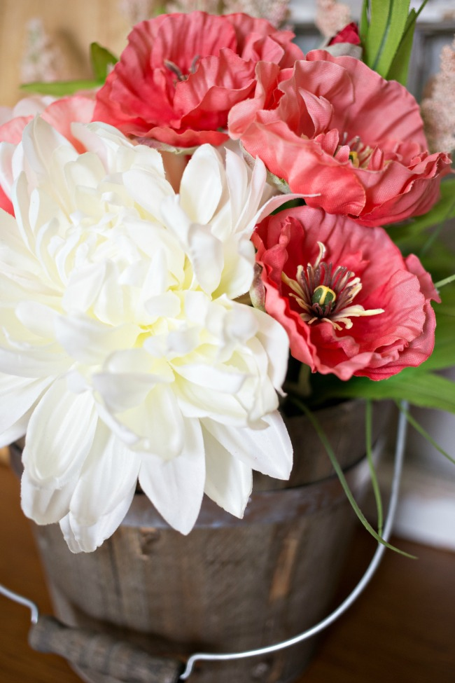 Create this beautiful DIY Boho Floral Arrangement in just a few easy steps!