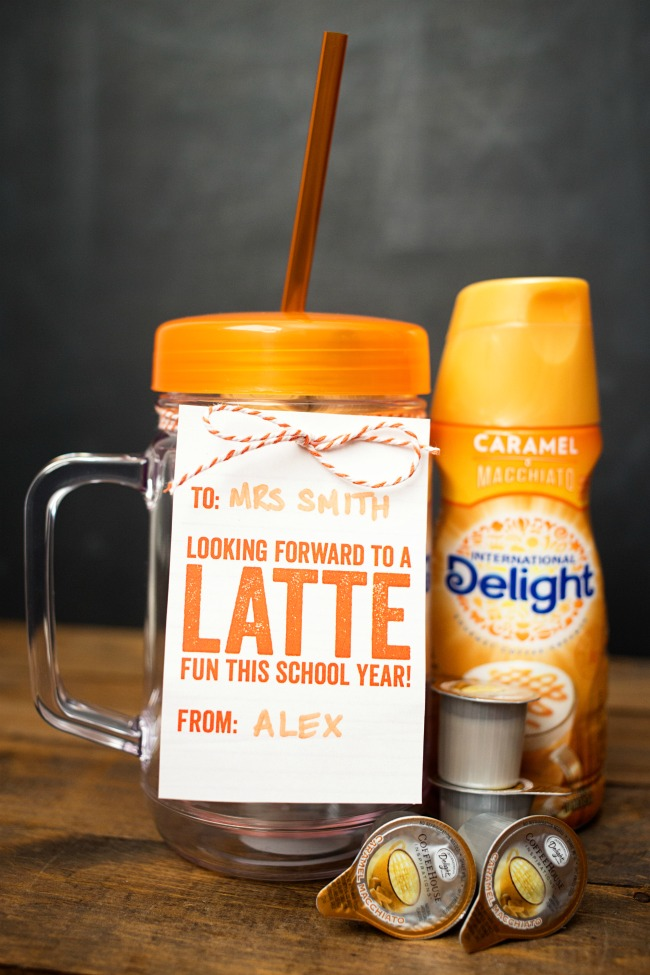 """Start the school year off right with a fun Back to School Teacher Coffee Gift! Free printable tag says """"Looking forward to a LATTE fun this school year!"""""""