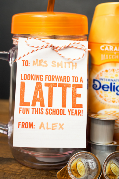 "Start the school year off right with a fun Back to School Teacher Coffee Gift! Free printable tag says ""Looking forward to a LATTE fun this school year!"""