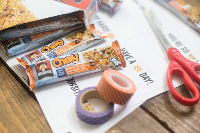These Quaker Granola Bar Lunchbox Notes are a great way to add a little fun to your little one's school snack!