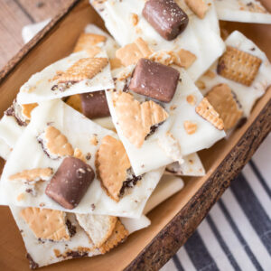 This Milk and Cookies Candy Bark - perfect for cookie trays and parties, will get you in the mood for the holiday season!