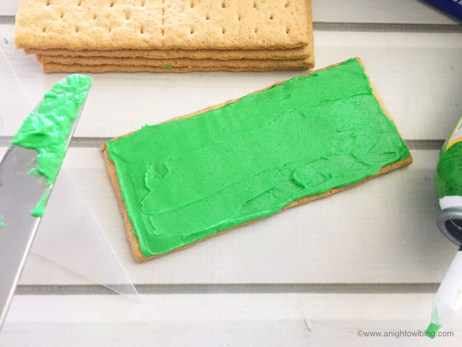 Perfect for your football-loving kiddos, whip up these easy Football Stadium Graham Cracker Treats in just minutes!