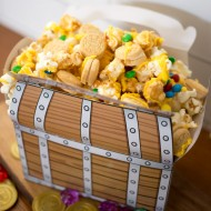 Buy Pirates Of The Caribbean: Dead Men Tell No Tales on Bluray today and whip up some Pirate Popcorn Munch for a swashbuckling good family movie night!
