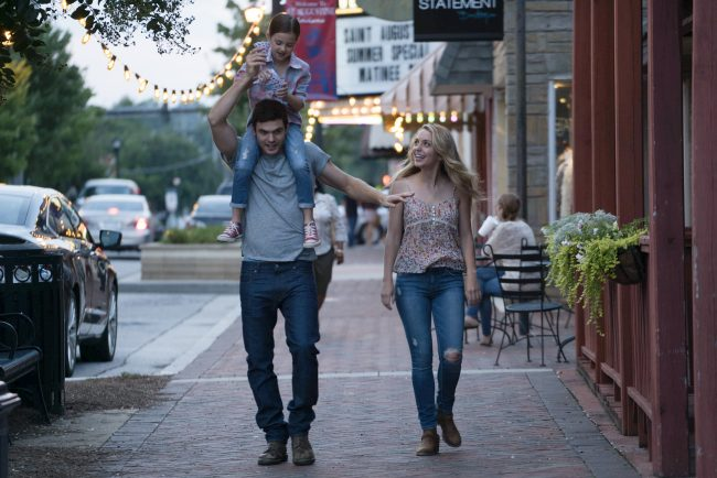 Abby Ryder Fortson, Alex Roe and Jessica Rothe in FOREVER MY GIRL Photo credit: Jacob Yakob Courtesy of Roadside Attractions/LD Entertainment