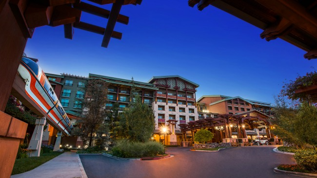 From Extra Magic Hours to a Private Entrance into Disney's California Adventure Park, check out our top 10 Reasons to Stay at Disney's Grand Californian Hotel. #Disneyland #GrandCalifornian