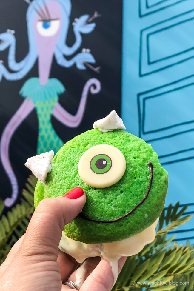 Mike Wazowski Whoopie Pie from Schmoozies, Disney California Adventure Park, Hollywood Land | From Cheeseburger Pizza from Alien Pizza Planet to the Toy Story Root Beer Float in a Souvenir Boot, check out our picks for The BEST Disneyland Pixar Fest Food finds! #Disneyland #PixarFest