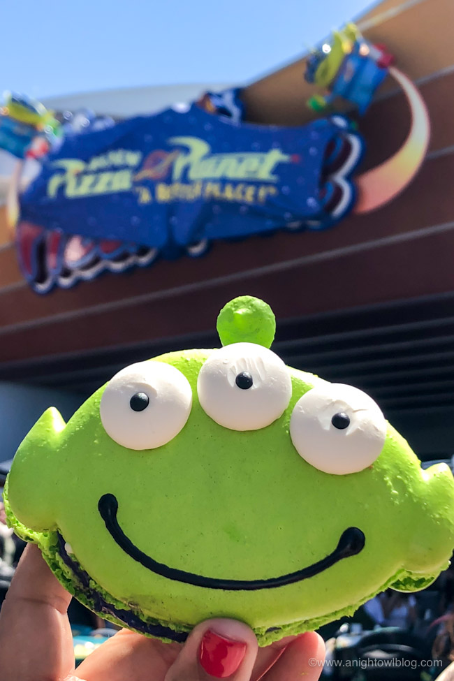 Alien Macaron from Alien Pizza Planet, Disneyland Park, Tomorrowland | From Cheeseburger Pizza from Alien Pizza Planet to the Toy Story Root Beer Float in a Souvenir Boot, check out our picks for The BEST Disneyland Pixar Fest Food finds! #Disneyland #PixarFest