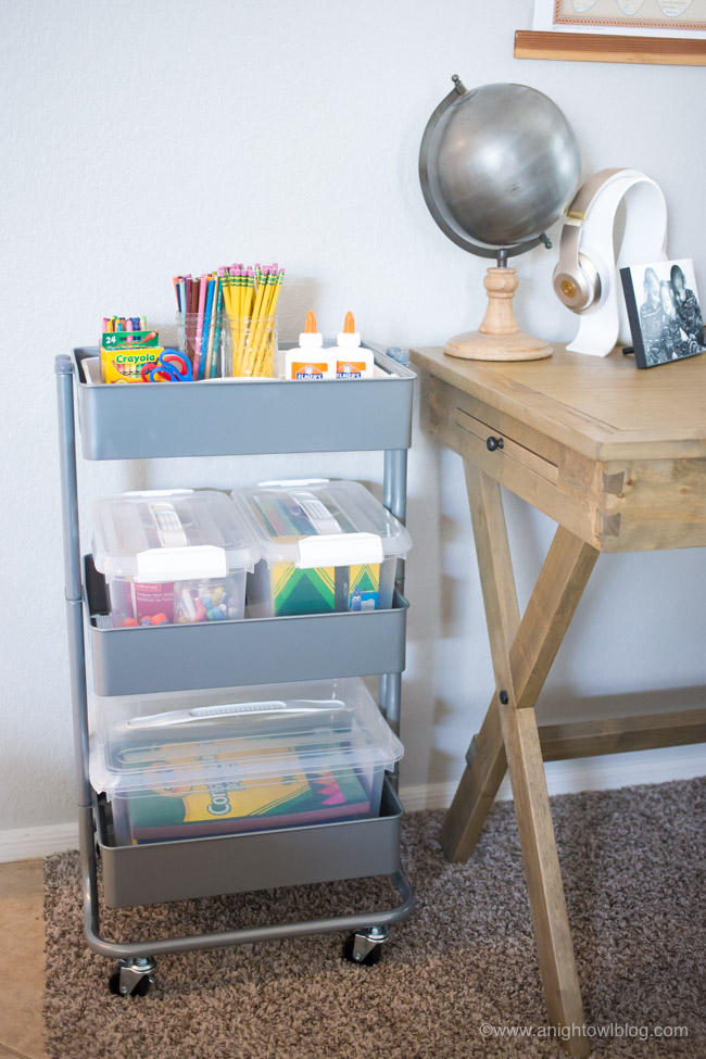 Perfect for Back to School, this year get things organized with a Mobile Homework Station; a handy rolling cart with everything your kid needs to get their homework and school projects done!