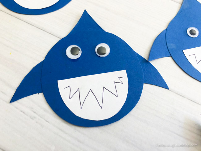 These Shark Snack Cups made with applesauce cups or perfect for pudding cups too, are the perfect #SharkWeek or shark party treat for the kids or shark lover in your life!