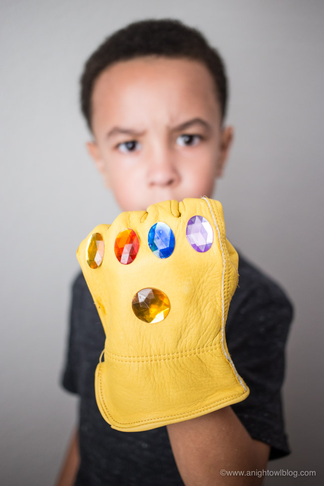 Perfect for your Avengers Infinity War Movie Night! Create these DIY Infinity Gauntlet Snack Cups for popcorn snacking fun! #InfinityWar