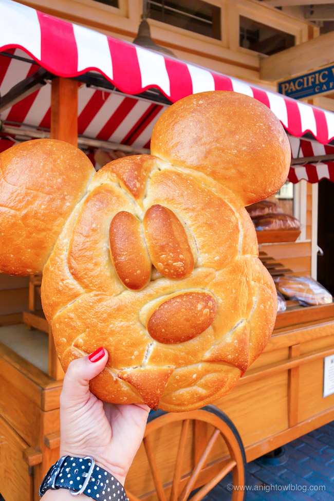 From the Mickey Mummy Macaron to the Bat Wing Raspberry Sundae, check out our picks for The BEST Disneyland Halloween Treats! #Disneyland #HalloweenTime