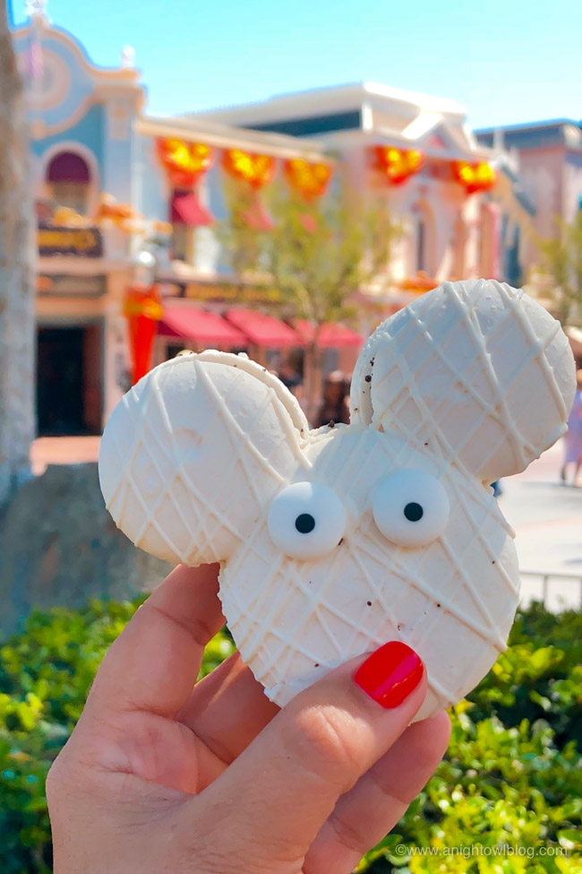 Halloween Mickey Mummy Macaron from Jolly Holiday | From the Mickey Mummy Macaron to the Bat Wing Raspberry Sundae, check out our picks for The BEST Disneyland Halloween Treats! #Disneyland #HalloweenTime
