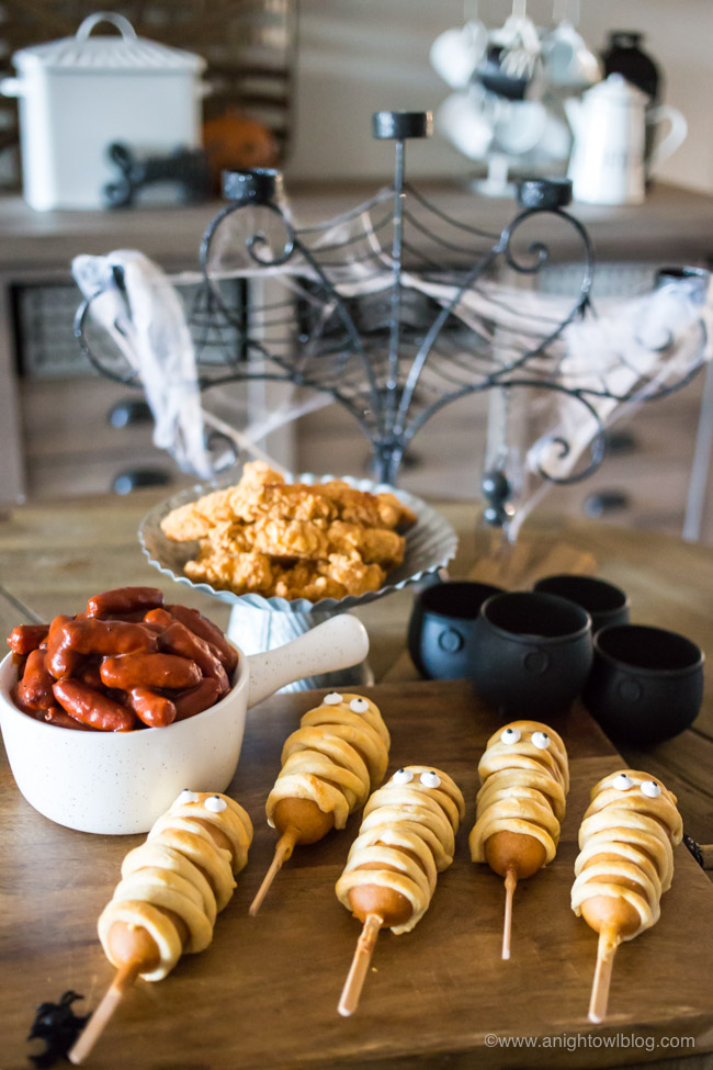 From Mummy Corndogs to Chicken Strips with Cauldron Dipping Sauces, Feast on Fright Bites and other Easy Halloween Dinner Ideas perfect to serve before a night of Trick-or-Treating!