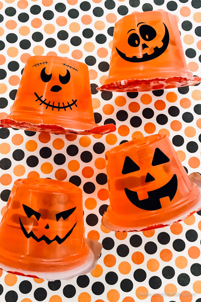 Perfect for Halloween Lunch Boxes, whip up these easy Jello Pumpkin Halloween Treats in no time with just a few supplies!