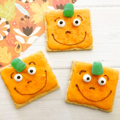 Perfect for Spookley fans, whip up these adorable and easy Spookley the Square Pumpkin Halloween Treats for your Halloween party and more!