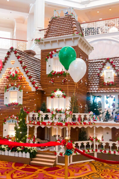 From Mickey's Very Merry Christmas to holiday decor, treats and more, discover our top 10 Ways to Celebrate the Holidays at Walt Disney World!