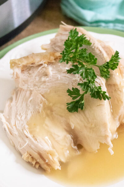 This Instant Pot Turkey Recipe Is Easy And Delicious! With Simple Ingredients, Skip The Fuss Of Baking Your Turkey This Thanksgiving With Your Pressure Cooker!