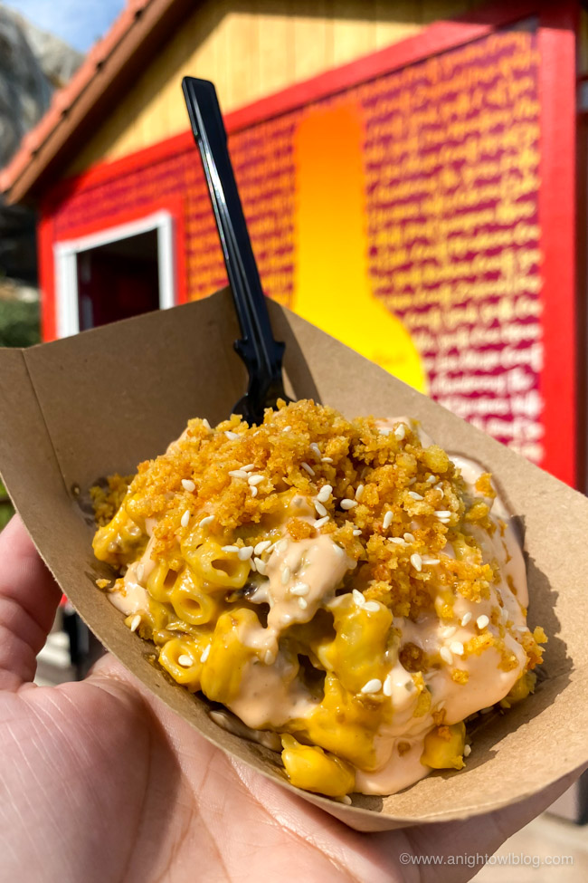 Impossible™ Cheeseburger Mac & Cheese from Nuts About Cheese | From Mickey-Shaped Macarons to the Carbonara Garlic Mac & Cheese, there are so many great bites and brews to discover at the Disney California Adventure Food and Wine Festival!