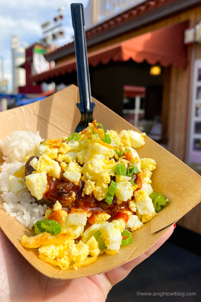 Smoked Bacon Barbecue Beef Loco Moco on Rice from LA Style | From Mickey-Shaped Macarons to the Carbonara Garlic Mac & Cheese, there are so many great bites and brews to discover at the Disney California Adventure Food and Wine Festival!
